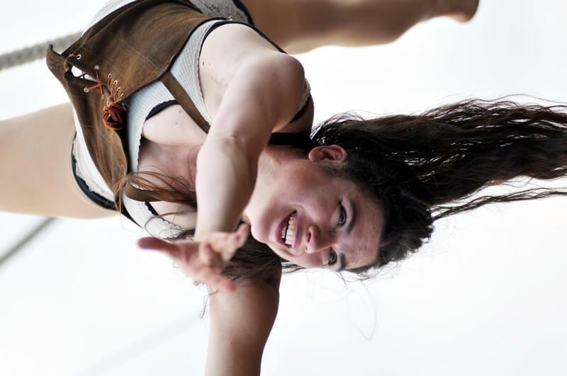 cirque-la-cabriole-numeros-aeriens-4