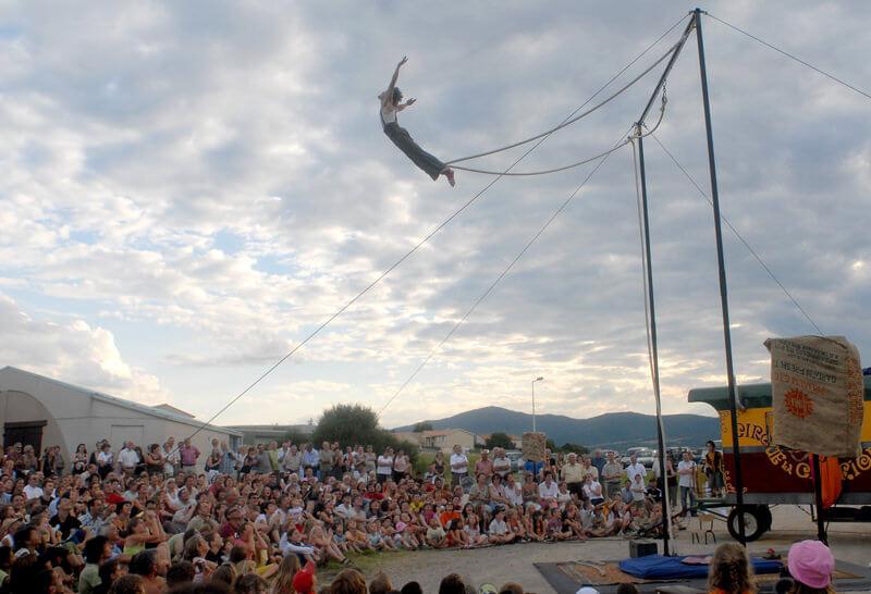 cirque-la-cabriole-numeros-aeriens-6