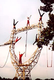 cirque-la-cabriole-pylone-noctambules
